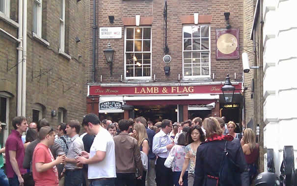Pub de Londres Lamb & Flag
