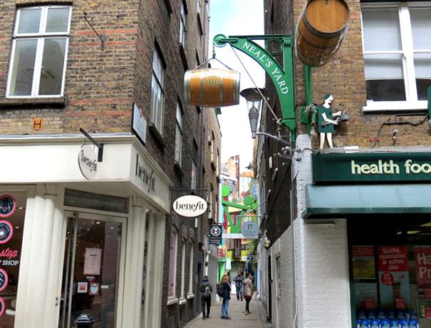 Entrada al callejón Neal's Yard en Londres